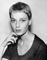 Mia Farrow kort haar